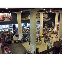 Foto tomada en The Last Bookstore  por Young Sang L. el 6/7/2013
