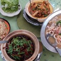 Photo taken at Restoran 9888 (发记海鲜楼) by Kin Hoe L. on 5/2/2016