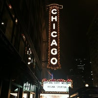 Foto tomada en The Chicago Theatre  por Shanna Q. el 10/18/2012
