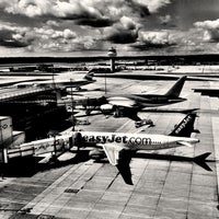 Photo taken at London Gatwick Airport (LGW) by Dirk S. on 8/31/2013