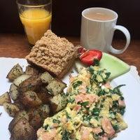 Photo taken at Alana's Cafe by Nallely G. on 9/25/2017