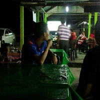 Photo taken at Satay Teluk Iskandar by Kay 1. on 8/24/2013