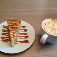 Снимок сделан в Custom Coffee пользователем Natalya M. 5/29/2013