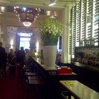 Foto tirada no(a) Café Brasserie Stadsschouwburg por Natasha (Lady Sexpot) S. em 10/19/2012