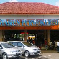 Photo taken at Stasiun Purwokerto by okkylh n. on 12/30/2012