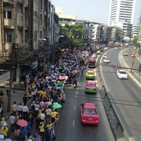 Photo taken at ถนนอโศก-ดินแดง by Ashley . on 12/9/2013