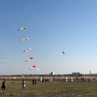 Das Foto wurde bei Tempelhofer Feld von Stanley 🔥 R. am 10/14/2018 aufgenommen