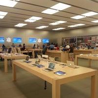 Photo taken at Apple Store by Rahmi S. on 8/20/2013
