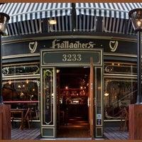 รูปภาพถ่ายที่ Gallaghers Irish Pub โดย JW เมื่อ 9/26/2013