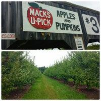Photo taken at Mack's Apples by Ben D. on 9/13/2014