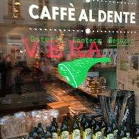 Photo prise au Caffé Al Dente par Cinzia M. le6/5/2013