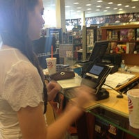 Photo taken at Barnes & Noble by VisuaLStimuluS A. on 5/10/2014