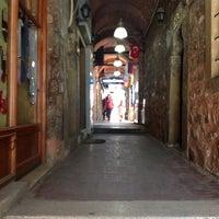 Photo prise au Taşhan Historical Bazaar par Prazma le7/7/2013