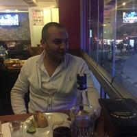 Photo prise au Altin Fici Pub Ocakbasi Restaurant par SEZER F. le12/5/2015