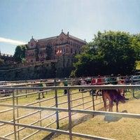 รูปภาพถ่ายที่ Palacio de Sobrellano โดย sulivella เมื่อ 8/20/2016