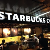 Foto tirada no(a) Starbucks por Diego I. em 11/11/2013