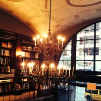 Foto diambil di Rizzoli Bookstore oleh Diana pada 9/29/2013