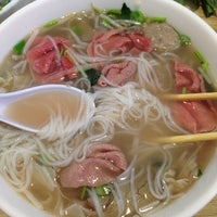 Photo taken at Oodles of Noodles Vietnamese Cuisine by Jerald G. on 3/30/2014