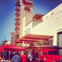 Photo taken at Westfield Oakridge by Orlando P. on 10/13/2012