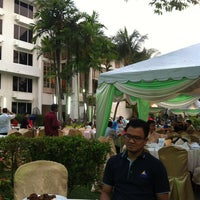 Photo taken at Holiday Inn Glenmarie by Mohd F. on 7/25/2013