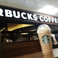 Foto tirada no(a) Starbucks por Claudio A. em 5/9/2015