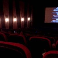 Foto tomada en Robinsons MovieWorld por Trisha M. el 6/29/2013