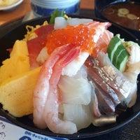 Photo taken at 回転さかなや鮨 魚忠 則武本通店 by きくよ 長. on 2/7/2014