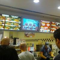 Foto scattata a Burger King Leonardo da Antonio M. il 5/24/2013