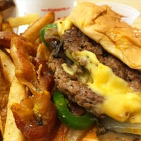 Foto scattata a Five Guys da Ken A. il 9/10/2015