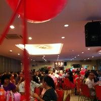 Снимок сделан в 双喜楼冷气酒家 пользователем Emily Chiew . 9/23/2012