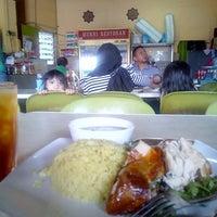 Photo taken at Restoran Murni by Rapiszal R. on 10/4/2014