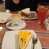 Foto tomada en Helados Filippo por Patricio Antonio P. el 12/3/2012