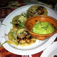 Foto tomada en Taco y Tequila por Paola B. el 10/6/2013