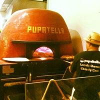 Foto scattata a Pupatella Neapolitan Pizza da Noah G. il 10/28/2012