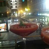 Das Foto wurde bei Café Bar Bloom von NuR Z. am 5/31/2013 aufgenommen