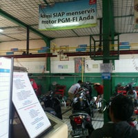 Photo taken at AHASS 2299 MATAHARI MOTOR by Fidy D. on 6/23/2013