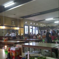 Photo taken at Warung Nasi Ampera (Cabang Kebon Kalapa-Soekarno Hatta) by Rumba D. on 6/23/2013