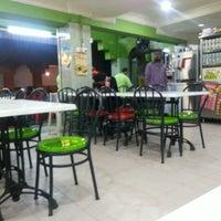 10/12/2013 tarihinde Naz J.ziyaretçi tarafından Ali's Bistro (Nasi Kandar Pulau Pinang)'de çekilen fotoğraf