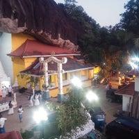 Photo taken at Maniyangama Raja Maha Viharaya[මානියන්ගම රජමහා විහාරය] by Eranga K. on 4/14/2016