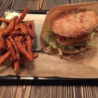 Das Foto wurde bei Burgermeister von Matthieu am 10/2/2016 aufgenommen