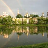 6/9/2013 tarihinde Sergey Z.ziyaretçi tarafından Novodevichy Park'de çekilen fotoğraf