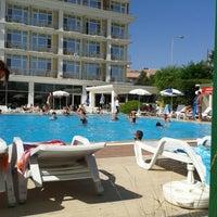 Das Foto wurde bei Pelikan Otel von Cihan am 6/23/2013 aufgenommen