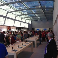 Photo taken at Apple Palo Alto by Geoffrey S. on 10/27/2012