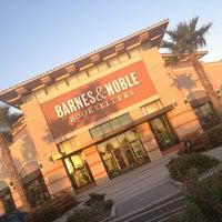 Foto tomada en Barnes & Noble por Chuy el 1/19/2013