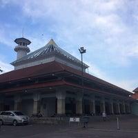 Photo taken at Masjid Agung Sunan Ampel by Manda_Wiwin . on 1/11/2017
