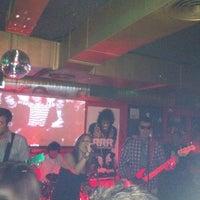 Foto tomada en Rock&Roll Radio Club por Juan Carlos G. el 5/25/2013