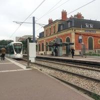Photo taken at Station Suresnes – Longchamp [T2] by Sebastiaan V. on 6/3/2016