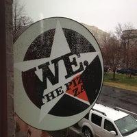 Das Foto wurde bei We, The Pizza von Polly H. am 12/29/2012 aufgenommen