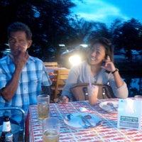 Photo taken at ระเบียงไม้Restaurant by หนุ่มผมยาว บ. on 5/5/2014