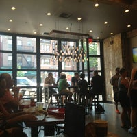 Photo prise au New York City Bagel & Coffee House par Steve A. le7/19/2013